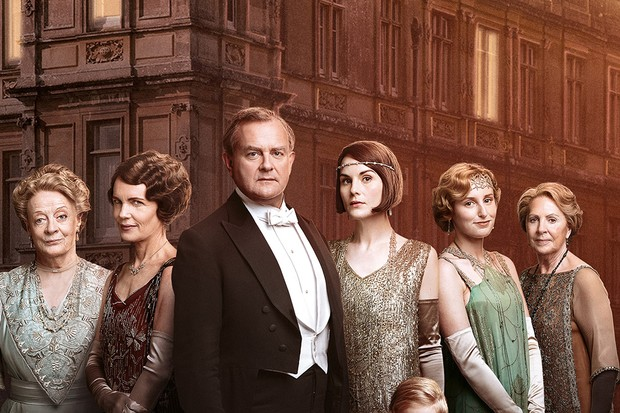 A picture of the Downton Abbey cast.